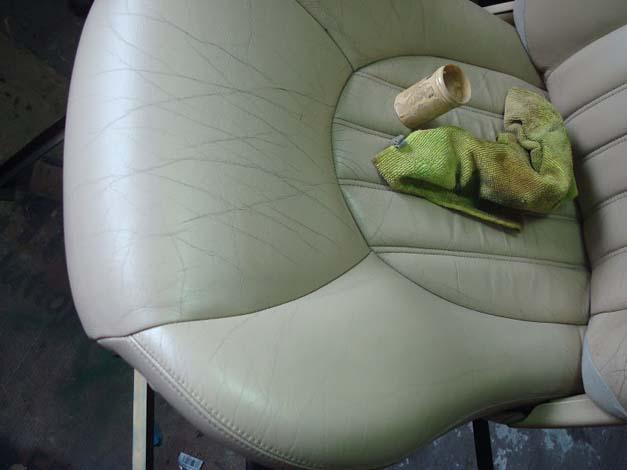 Fotel w trakcie farbowania